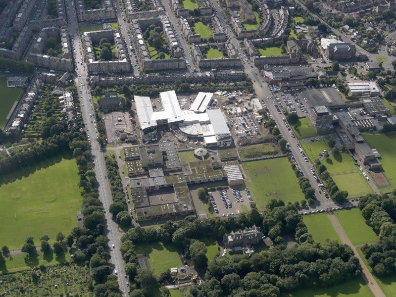 Oblique aerial view centred on Broughton High School and construction site of new school, with Edinburgh City Police HQ to SW, taken from the N.