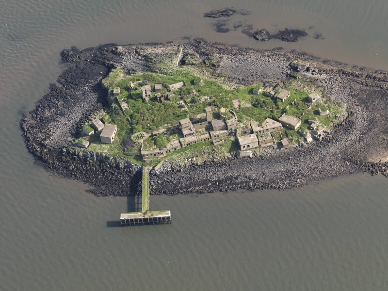 Oblique aerial view of Inchmickery centred on the 20th century military remains (NT28SW 1.00), taken from the WSW.