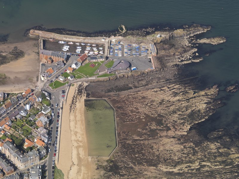 Oblique aerial view centred on North Berwick harbour area, taken from the SE.