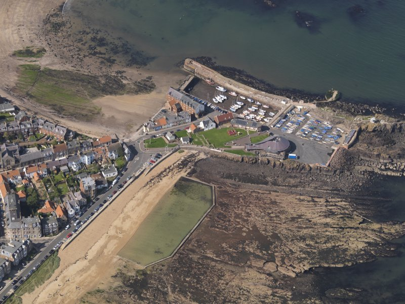 Oblique aerial view centred on North Berwick harbour area, taken from the E.