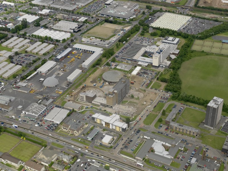 Stevenson College, Edinburgh. Oblique aerial view centred on the industrial estate with Telford College adjacent, taken from the SE.