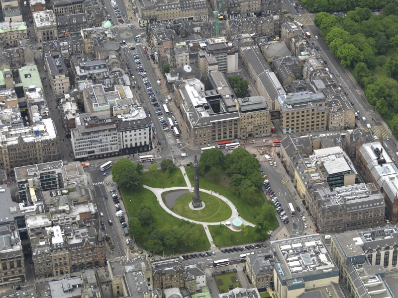 Oblique aerial view centred on the Square, taken from the E.