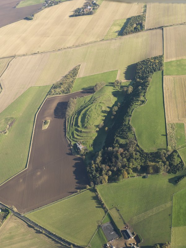 General oblique aerial view of the remains of the fort and settlement at The Chesters, Drem, taken from the SW.