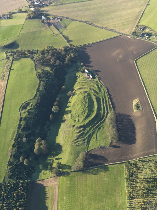 Oblique aerial view of the remains of the fort and settlement at The Chesters, Drem, taken from the E.