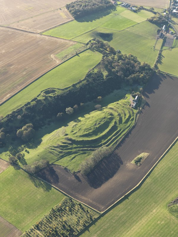 Oblique aerial view of the remains of the fort and settlement at The Chesters, Drem, taken from the NE.