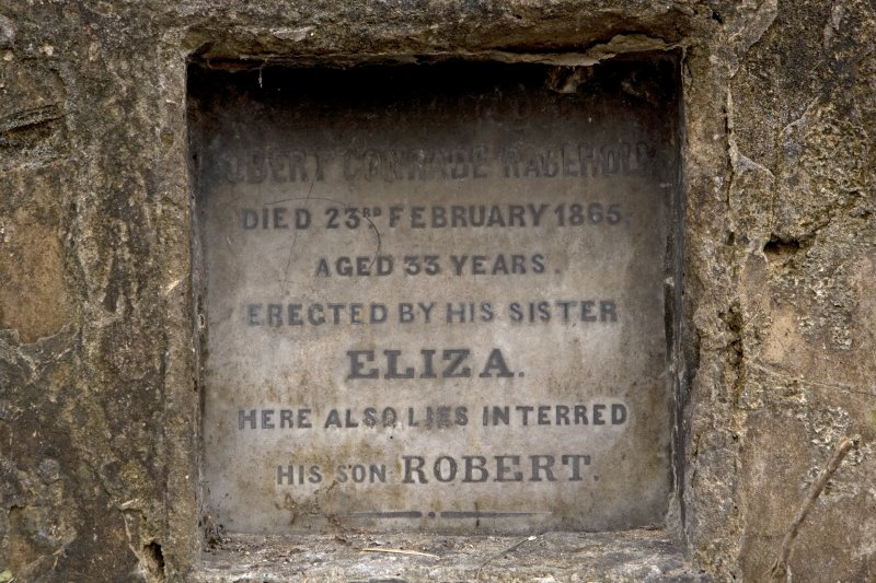 Grave plot no. 727, Robert Conrade Rabeholm, detail of plaque
