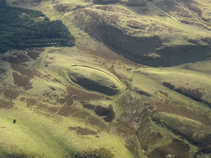 Oblique aerial view centred on the remains of the fort, taken from the NNW.