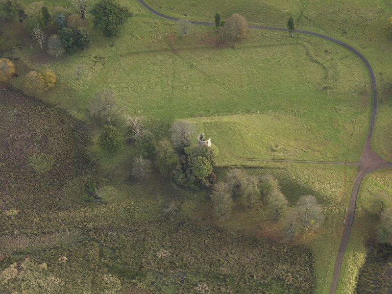 Oblique aerial view centred on the remains of the castle and gardens, taken from the NNW.