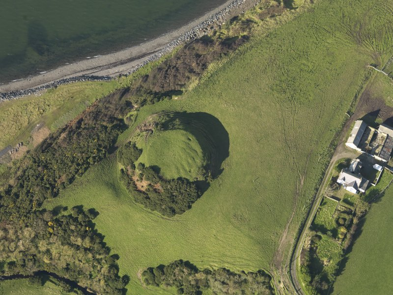 Oblique aerial view centred on the motte, taken from the SE.