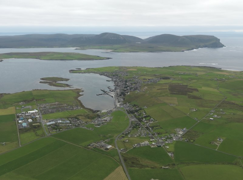 General oblique aerial view centred on the town, taken from the NNE.