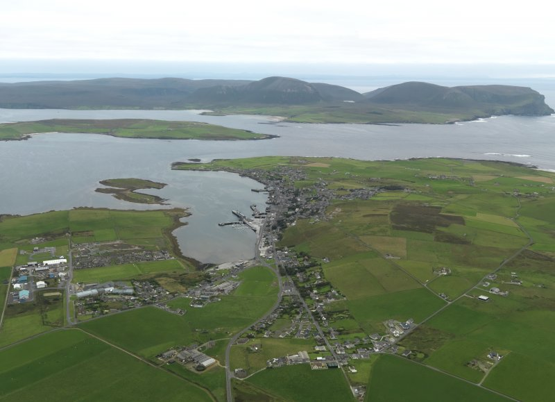 General oblique aerial view centred on the town, taken from the N.