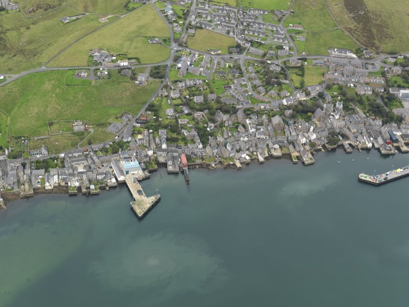 Oblique aerial view centred on the town with a pier adjacent, taken from the ESE.