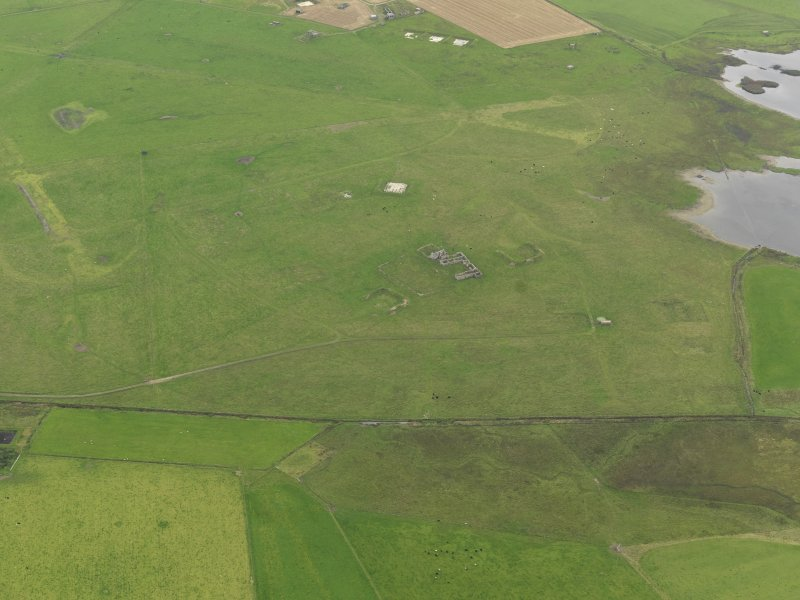 Oblique aerial view centred on the N area of the airfield, taken from the N.