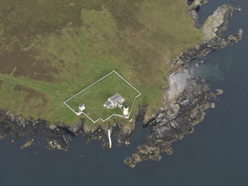 Oblique aerial view centred on the lighthouse, taken from the SW.