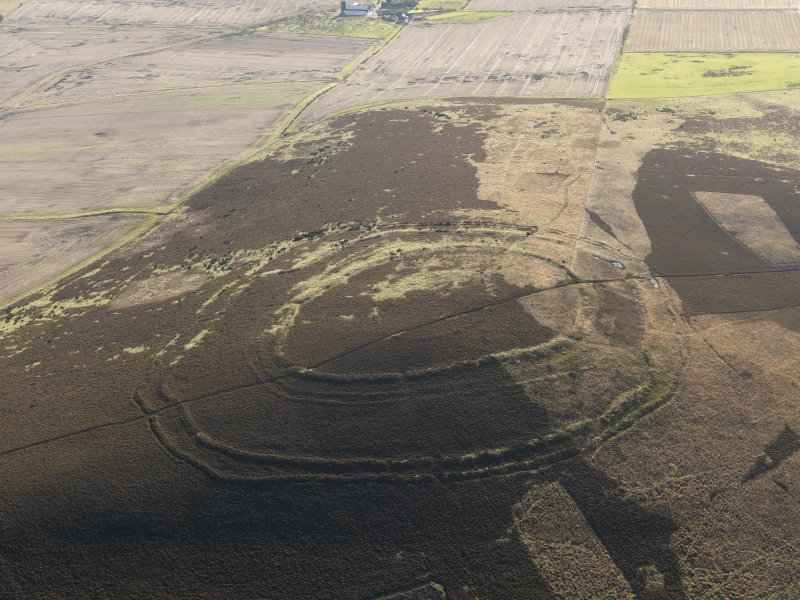 Oblique aerial view centred on the remains of the fort, taken from the NW.