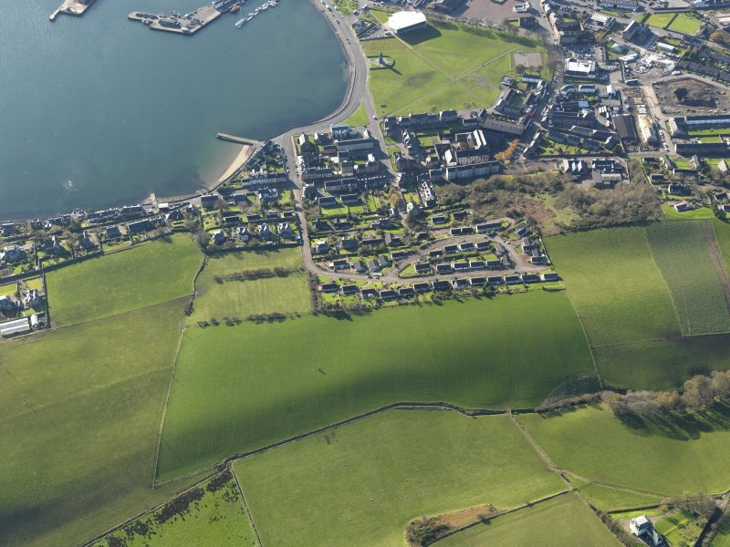 Oblique aerial view centred on the standing stone and the Dalintober area of Campbeltown, taken from the NNE.