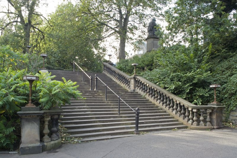 West steps from east south east.