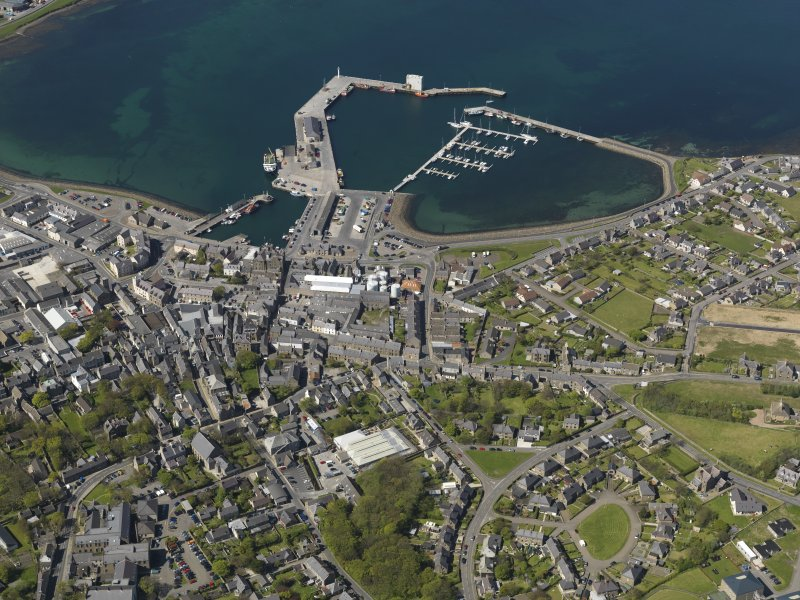 General oblique aerial view centred on Kirkwall Harbour, taken from the SE.