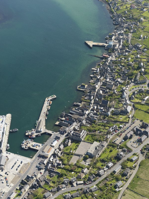 Oblique aerial view centred on Stromness Harbour, taken from the NNW.