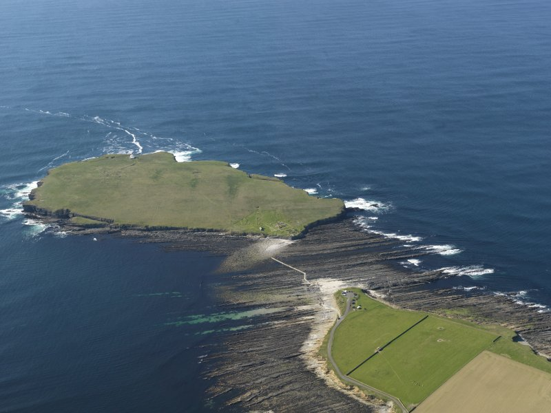 General oblique aerial view centred on Brough of Birsay, taken from the SE.