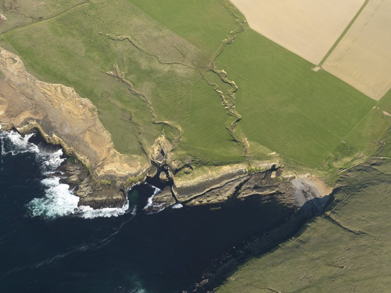 Oblique aerial view centred on the Broch of Borwick, taken from the WNW.
