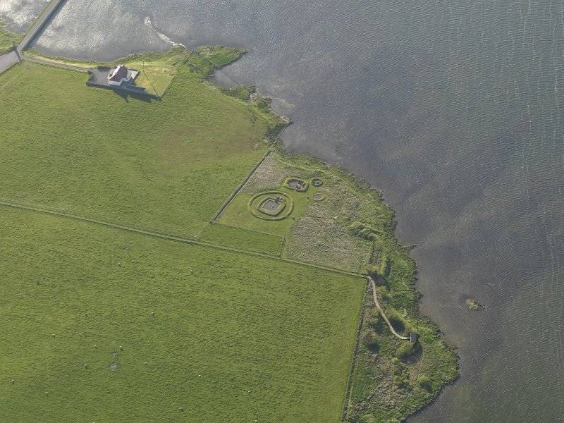 Oblique aerial view centred on the Barnhouse settlement, taken from the SE.