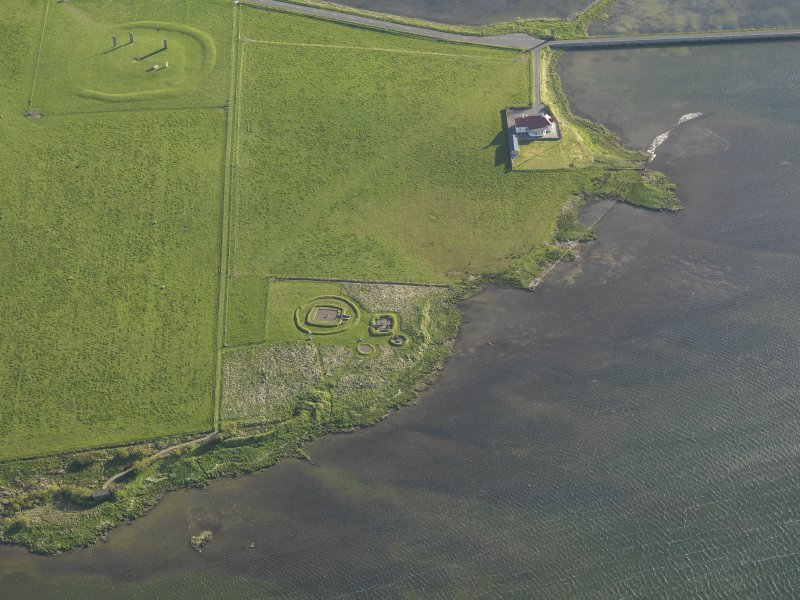 Oblique aerial view centred on the Barnhouse settlement with the Stones of Stenness adjacent, taken from the NE.