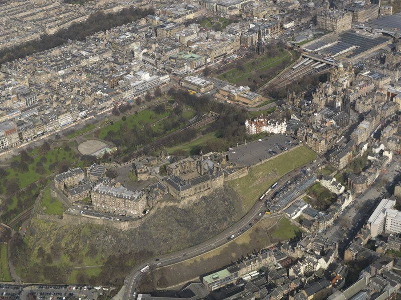 Oblique aerial view centred on Edinburgh Castle, taken from the SW.