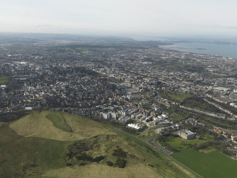 General oblique aerial view centred on the city, taken from the SE.