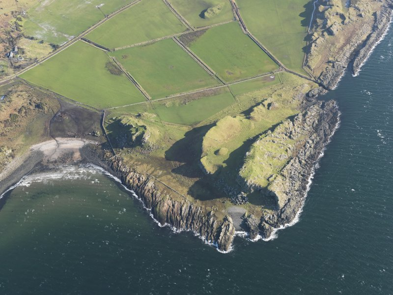 General oblique aerial view centred on the remains of the forts with the remains of the rig and furrow adjacent, taken from the W.