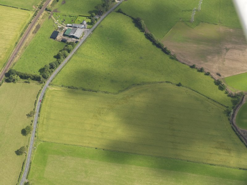 Oblique aerial view of the cropmarks of the palisaded settlement, taken from the NW.