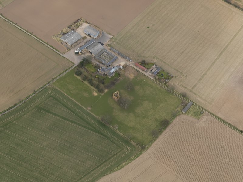General oblique aerial view centred on the remains of the tower-house with the farmstead adjacent, taken from the SW.