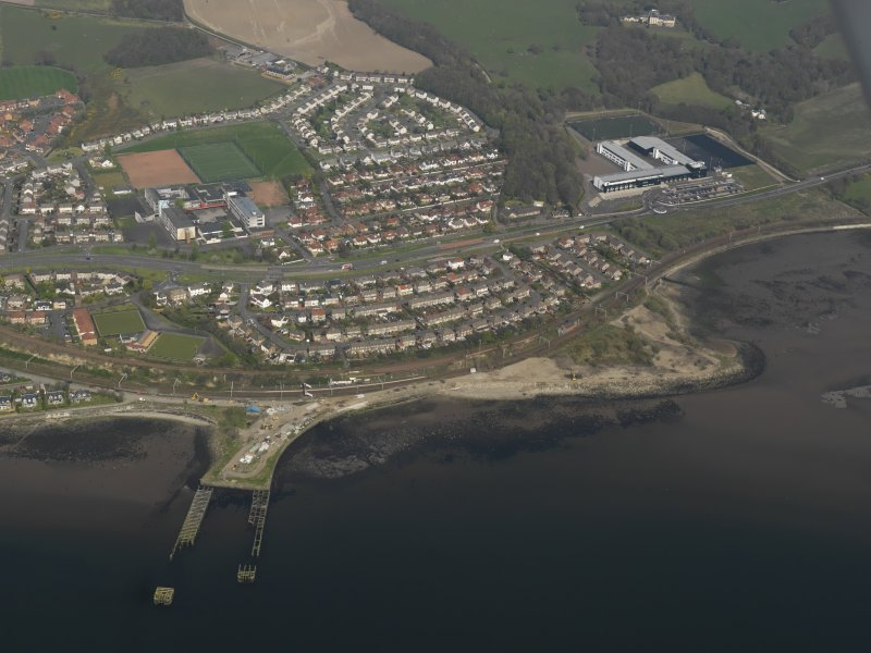General oblique aerial view centred on the town with the pier adjacent, taken from the SW.
