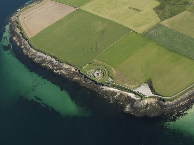 Oblique aerial view centred on the remains of Broch of Gurness, taken from the NNW.