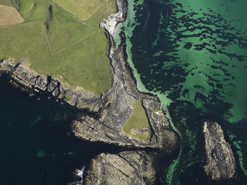 Oblique aerial view centred on the Knowe of Skea broch and the excavation of the cemetery, taken from the SW.