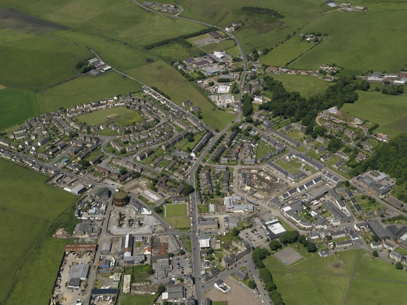 General oblique aerial view centred on the NW part of the town, taken from the SE.