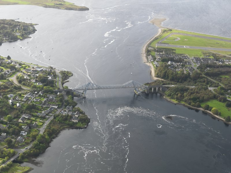 General oblique aerial view centred on the bridge, taken from the E.