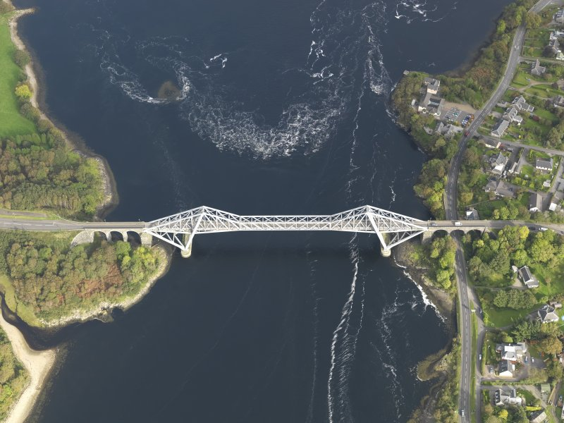 Oblique aerial view centred on the bridge, taken from the W.