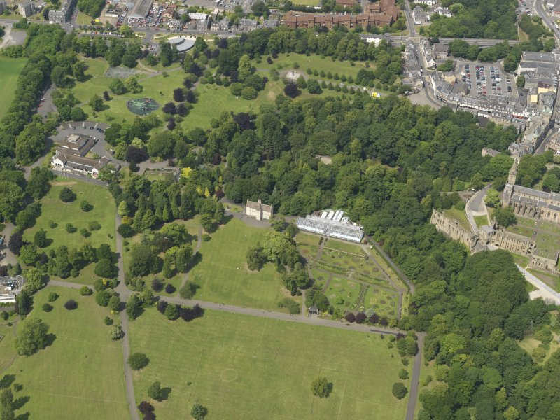 Oblique aerial view centred on the public park with the pavilions adjacent, taken from the S.