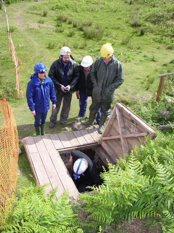 Specialists visit to HPC in June 2007 - Orkney/Mine Howe team and Mike Cressey about to descend into the cave