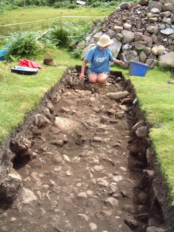 Trench 18 from the NW, with Marlene Sayers excavating the main burnt mound deposit C18.02