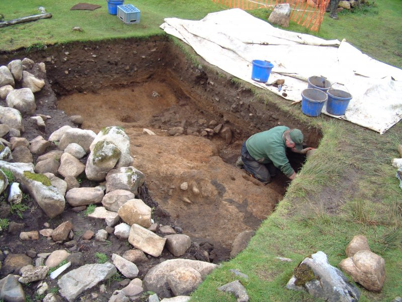 Trench 14 from the SE showing George Kozikowski excavating. Hearth feature F14.14