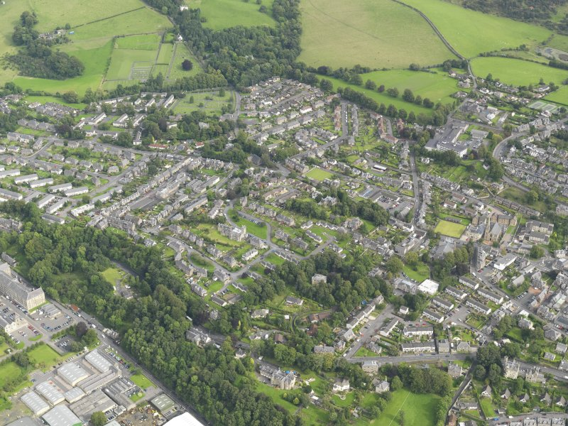 Oblique aerial view centred on the town, taken from the WNW.