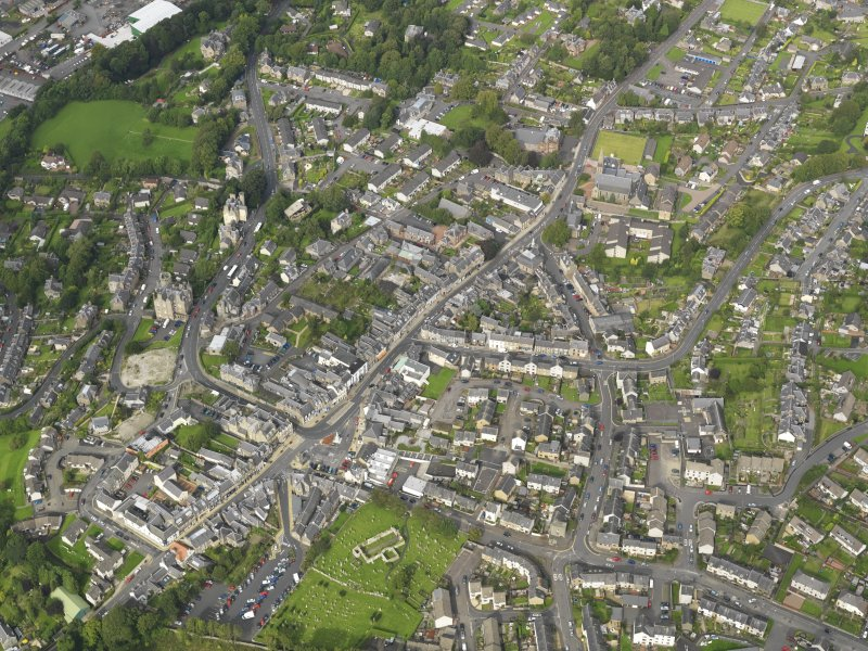 Oblique aerial view centred on the town, taken from the SSW.