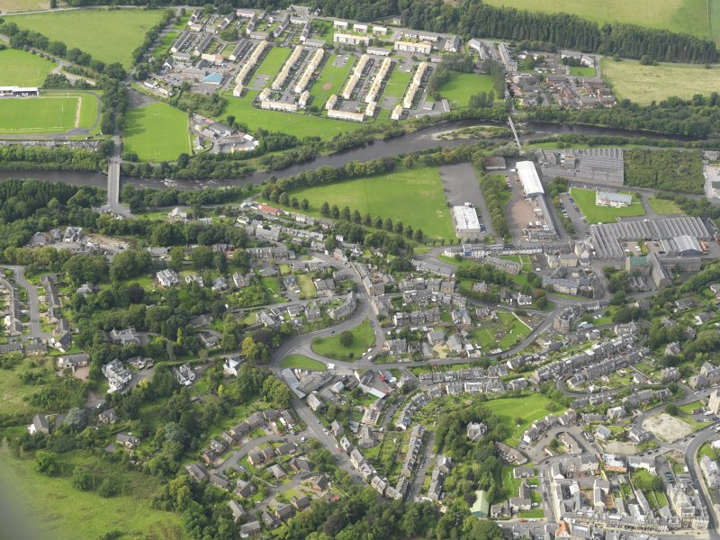 Oblique aerial view centred on the town, taken from the SE.