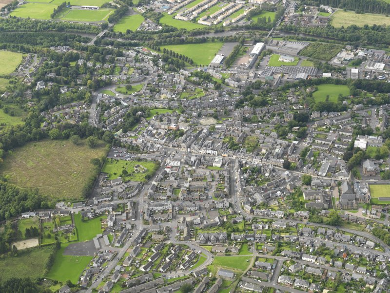 Oblique aerial view centred on the town, taken from the ESE.