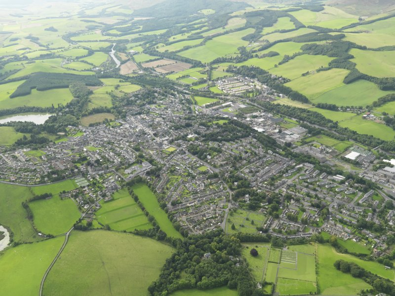 General oblique aerial view centred on the town, taken from the E.