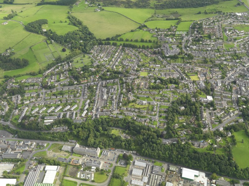 Oblique aerial view centred on the town, taken from the NW.