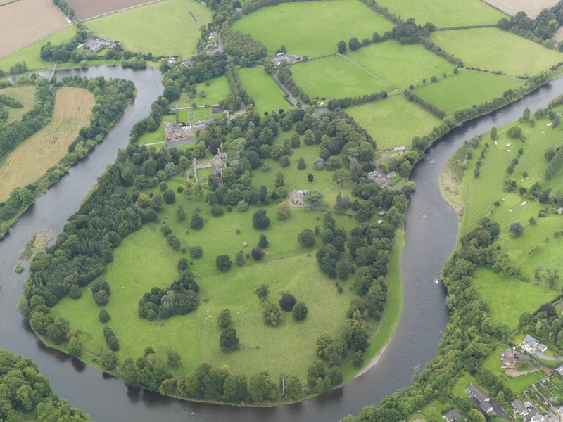 General oblique aerial view centred on the Abbey, taken from the S.