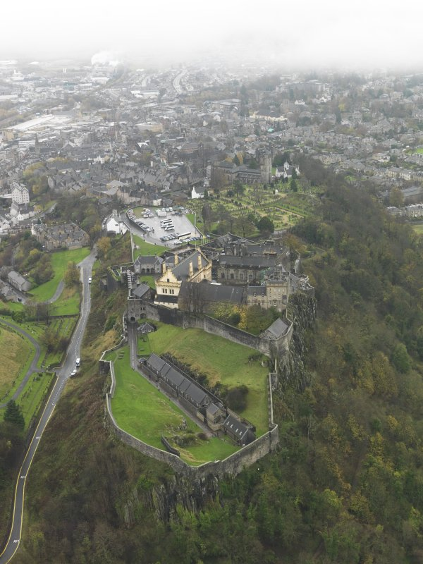 Oblique aerial view centred on Stirling Castle, taken in 2009.